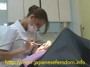 歯科助手に勃起したデカチンコを見せつけてせんづり鑑賞させる動画像無料