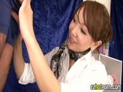 オイルマッサージ士のお姉さんがデカチンコをみてせんづり鑑賞する動画像無料