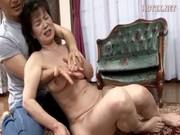 セんずり鑑賞するおばさんが手こキしてくれる動画像無料