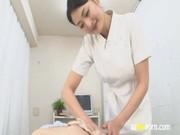 竹内紗理奈がナースに変身してエッチな看護をしてる手こキ動画