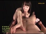 妹系AV女優の愛須心亜に逆レイプされちゃってるてこキ動画