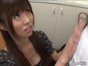 連続手コキ&フェラチオ抜きでザーメンまみれになる激カワギャルのエロ動画